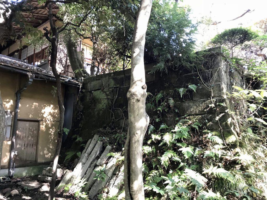 山本邸石垣裏側