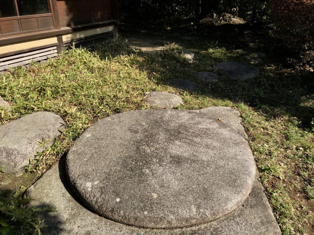 山本邸伽藍石