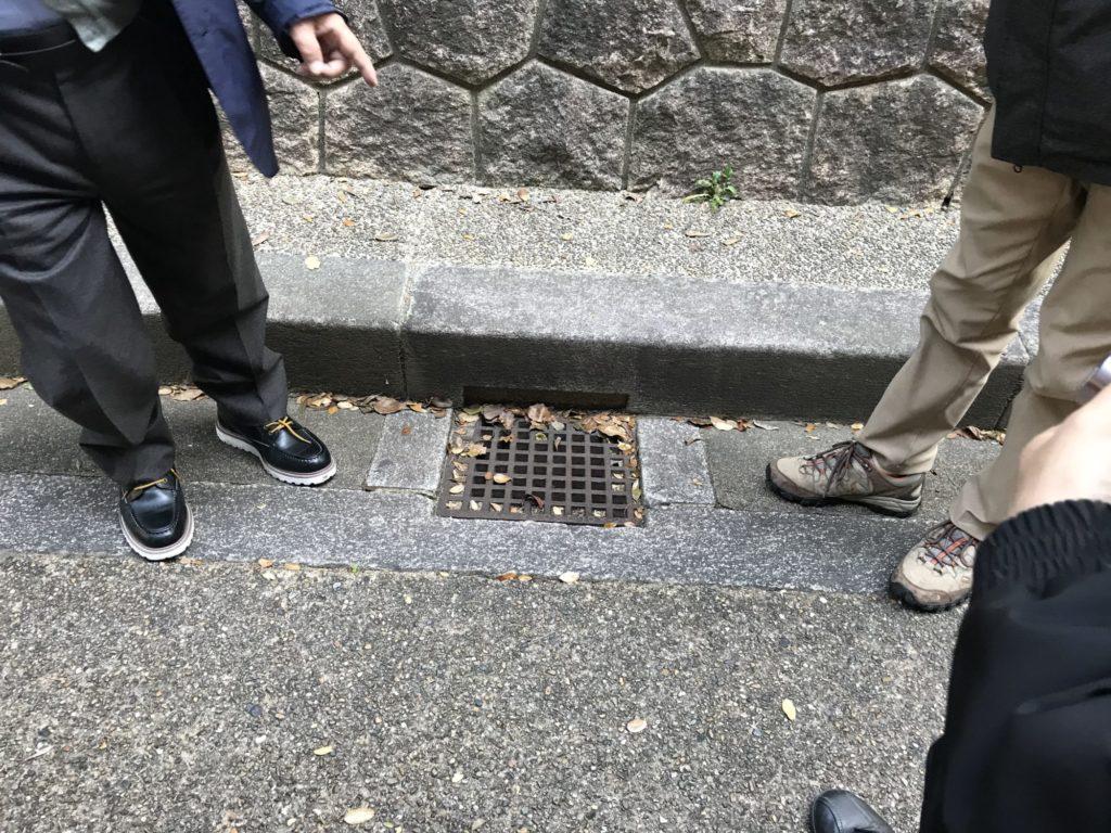 馬車道の排水溝